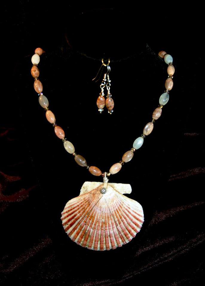 Pink Scollop Shell with Moonstone Beads and Crystals